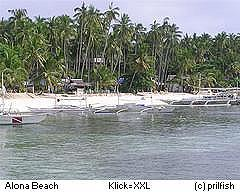 Boote an der Alona Beach Bohol Philippinen